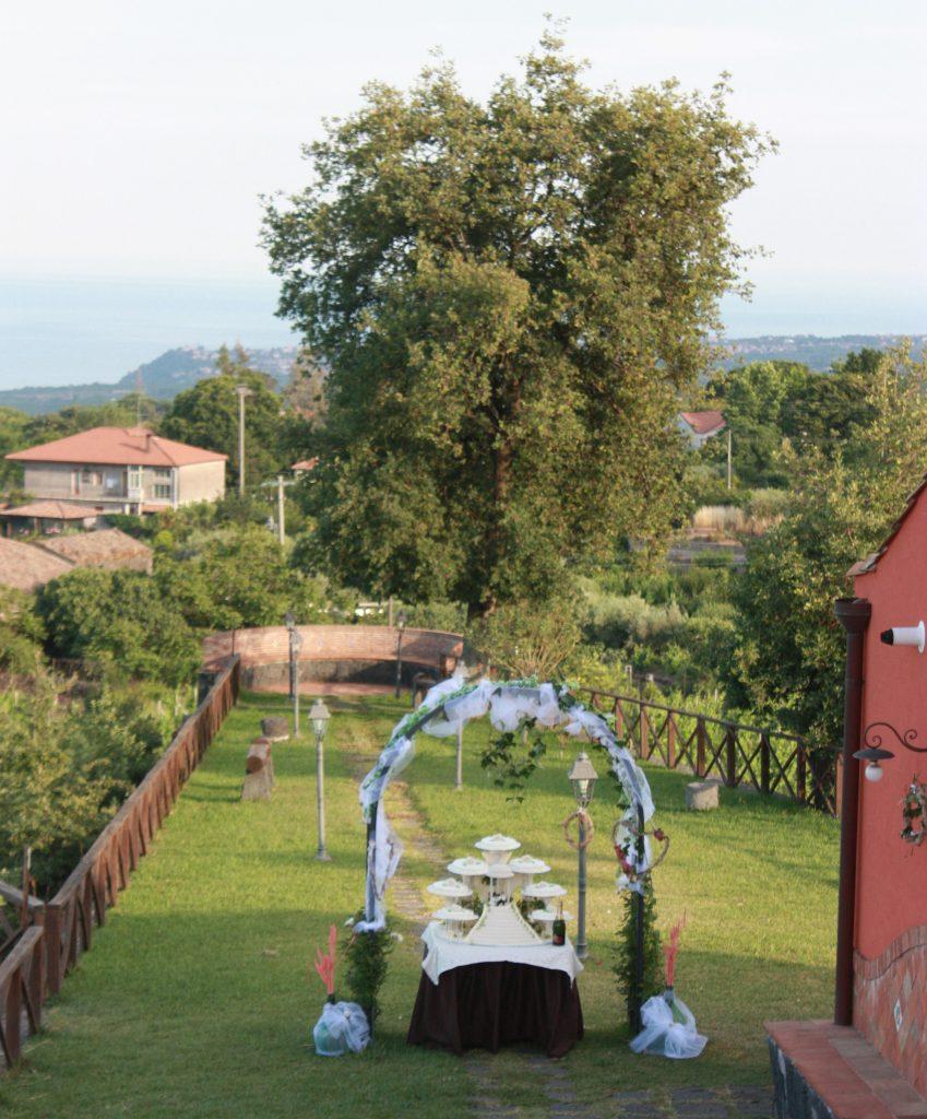 Villa Giuffrida: Il taglio della torta nel prato