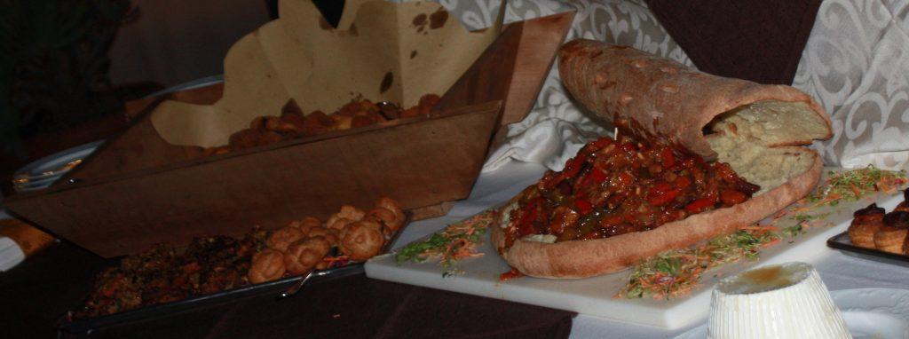 """Location matrimoni Catania : Villa Giuffrida scorcio di buffet con caponata nella """"Vastedda"""" e arancinetti nella """"maidda"""""""