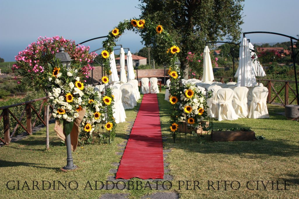 Ricevimenti Zafferana : il giardino addobbato per la celebrazione del rito civile