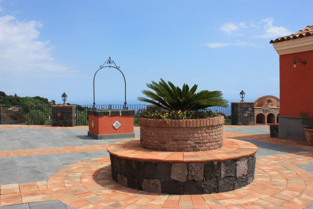 Ricevimenti Catania : Villa Giuffrida cortile con vista mare