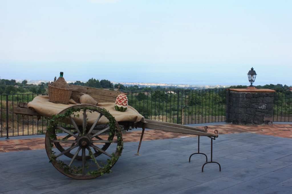 Ricevimenti Zafferana : l'antico carretto siciliano di Villa giuffrida
