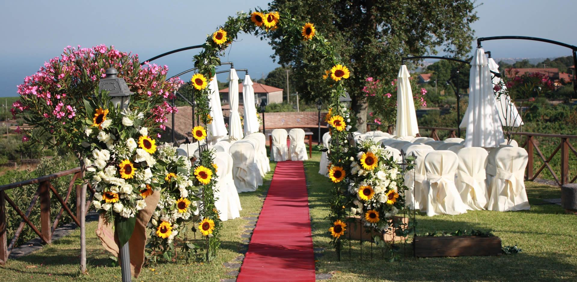 Villa Giuffrida : giardino addobbato per celebrare il rito civile
